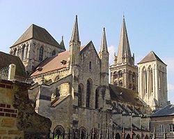 Cathedrale_de_Lisieux_vue_du_nord-est