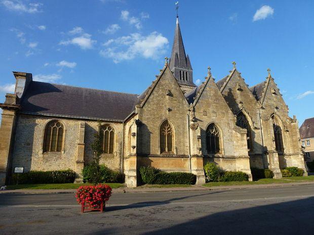 800px-Attigny_(Ardennes)_église_Notre-Dame,_vue_du_sud
