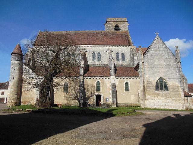 Façade_sud_de_l'église_Saint-Adrien_de_Mailly-le-Château