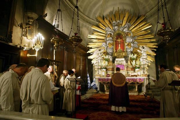 Célébration de la Messe anniversaire du miracle de la séparation des Eaux à la chapelle des Pénitents Gris d'Avignon